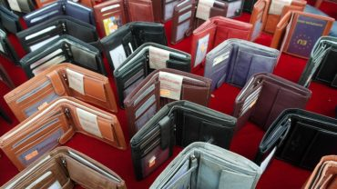 How to Buy the Perfect Wallet for Him or Her